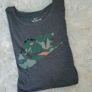 EUC Nike Tshirt men's XXL camo Nike logo